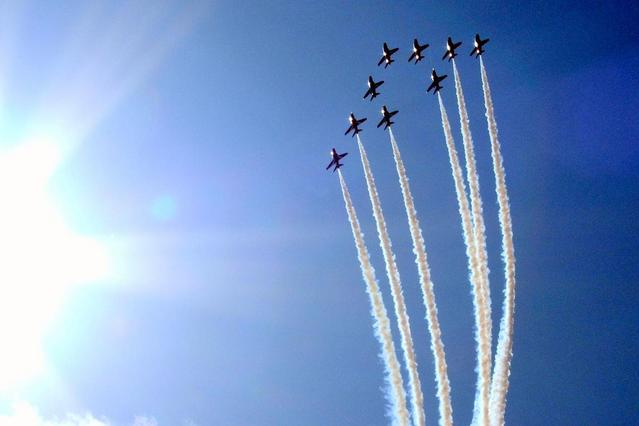 red arrows in flights, aerospace, farnborough show